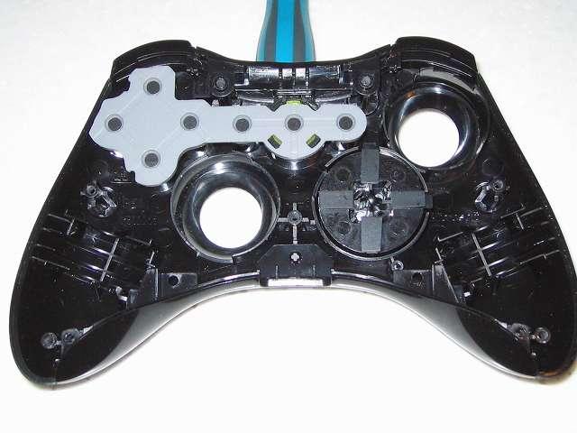 Microsoft Xbox360 有線コントローラー Xbox 360 Controller for Windows リキッド ブラック 52A-00006 十字キー改善作業、十字キーを組み立ててコントローラー本体に取り付けて動作テスト、十字キーがほぼ押せない状況となりこのやり方は失敗