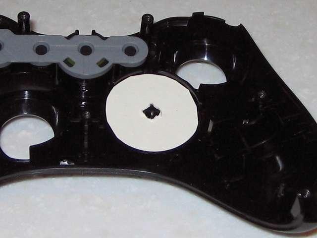 Microsoft Xbox360 有線コントローラー Xbox 360 Controller for Windows リキッド ブラック 52A-00006 十字キー改善作業、ハガキから切り取ったものを十字キーに挟むことで入力が多少改善されるが満足のいく結果とはならず