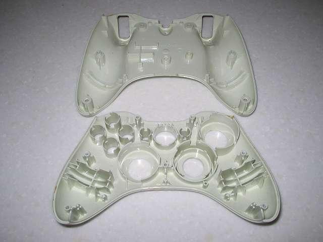 Microsoft Xbox360 有線コントローラー Wired Controller ホワイト 分解作業、コントローラー本体上部と下部