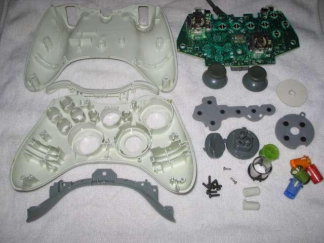 Microsoft Xbox360 有線コントローラー Wired Controller ホワイト 分解作業、分解した Xbox 360 コントローラーの部品パーツ