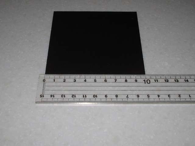 東京防音 天然ゴムシート板 NR-5 100mm×100mm×厚1mm プラスチック定規でサイズ確認
