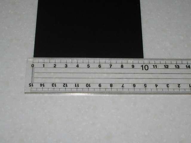 東京防音 天然ゴムシート板 NR-5 100mm×100mm×厚1mm プラスチック定規で縦横 100mm(10cm) であることを確認