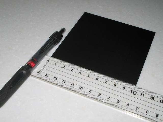 東京防音 天然ゴムシート板 NR-5 100mm×100mm×厚1mm、20mm(2cm) 角カットのためボールペンでおおよその目印をつける