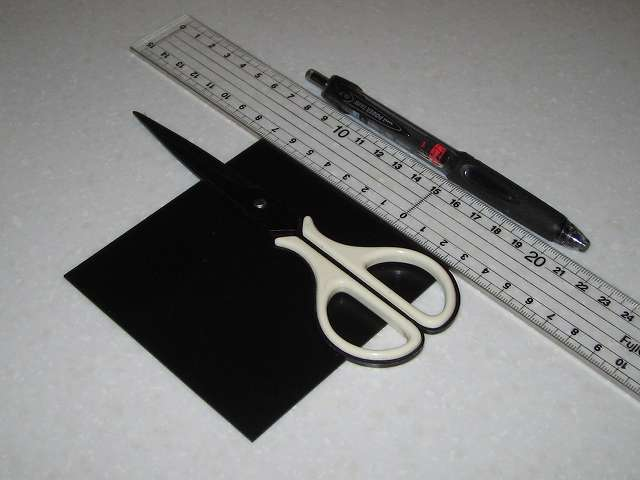 東京防音 天然ゴムシート板 NR-5 100mm×100mm×厚1mm ハサミを使って 20mm(2cm) 角にカット