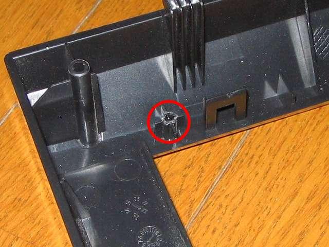 PCケース Three Hundred Two AB に振動対策をしてみました その2 : フロントパネルに取り付けられているフロントメッシュのネジ穴補修