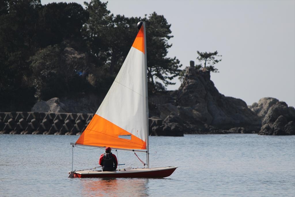小型ヨットで海へ繰り出すぞ_5