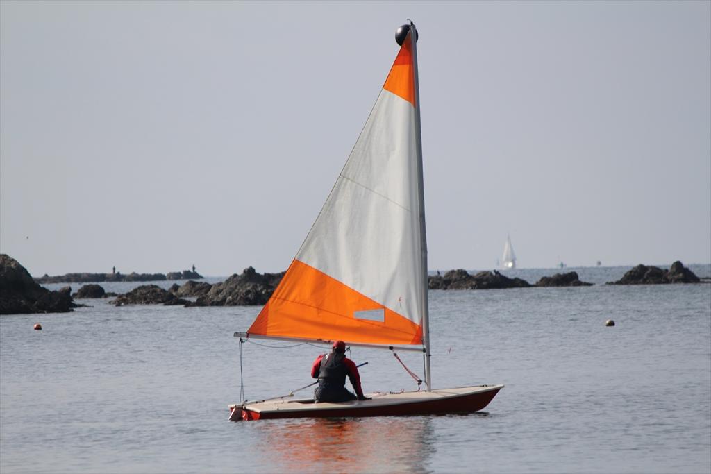 小型ヨットで海へ繰り出すぞ_6