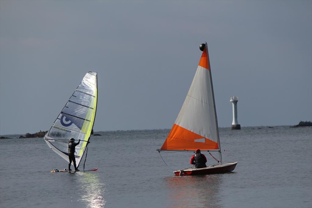 小型ヨットで海へ繰り出すぞ_7
