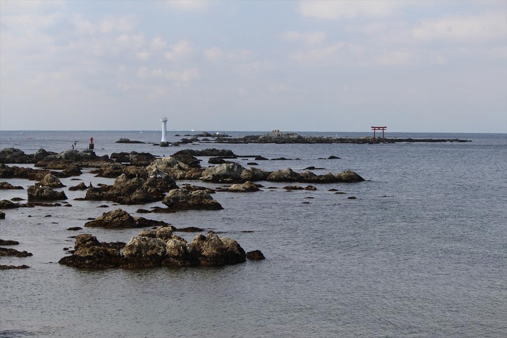 裕次郎灯台と名島(なじま)
