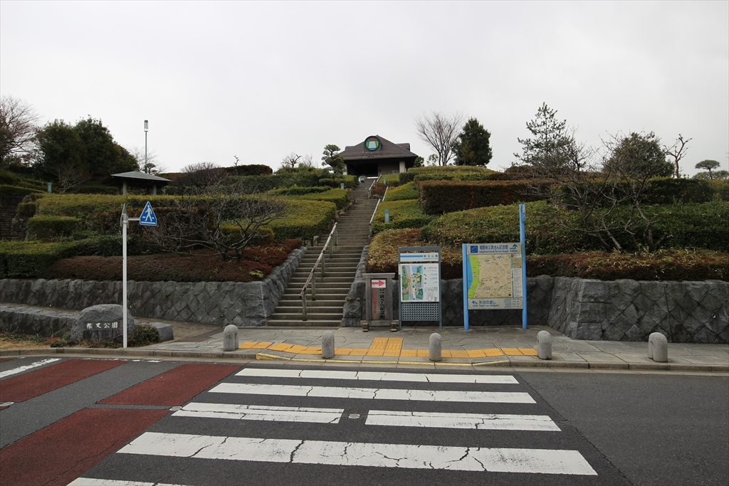 河川敷に行くために柴又公園を上がる_1