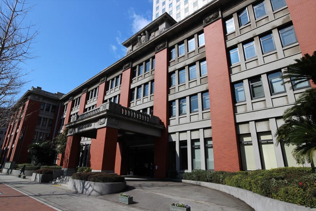 横浜第2合同庁舎の低層階部分_2
