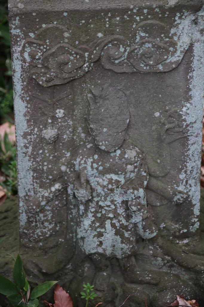 御廟のすぐ前にあった石像_3