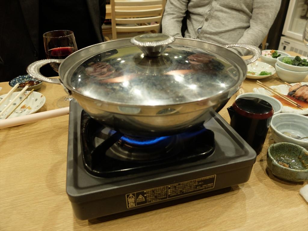 ちゃんこ鍋に火をつける