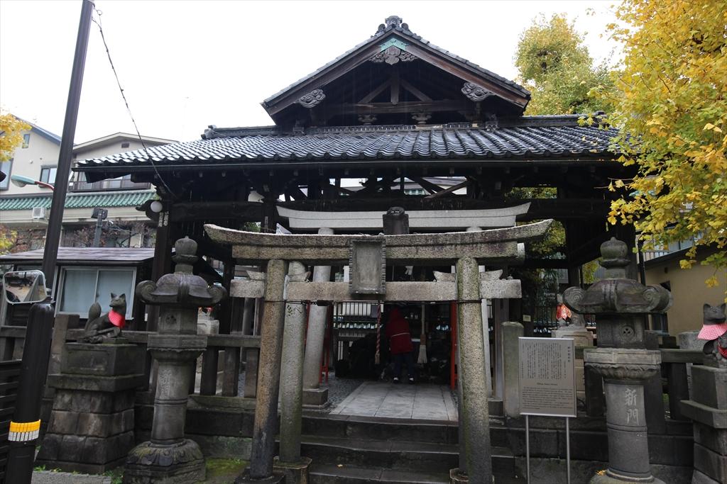 この鳥居のうちの一つは新門の辰五郎が寄進したもの