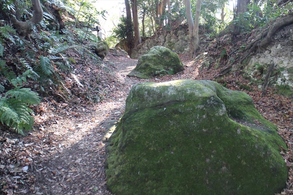 最初の目標物である置き石が見えてきた_2