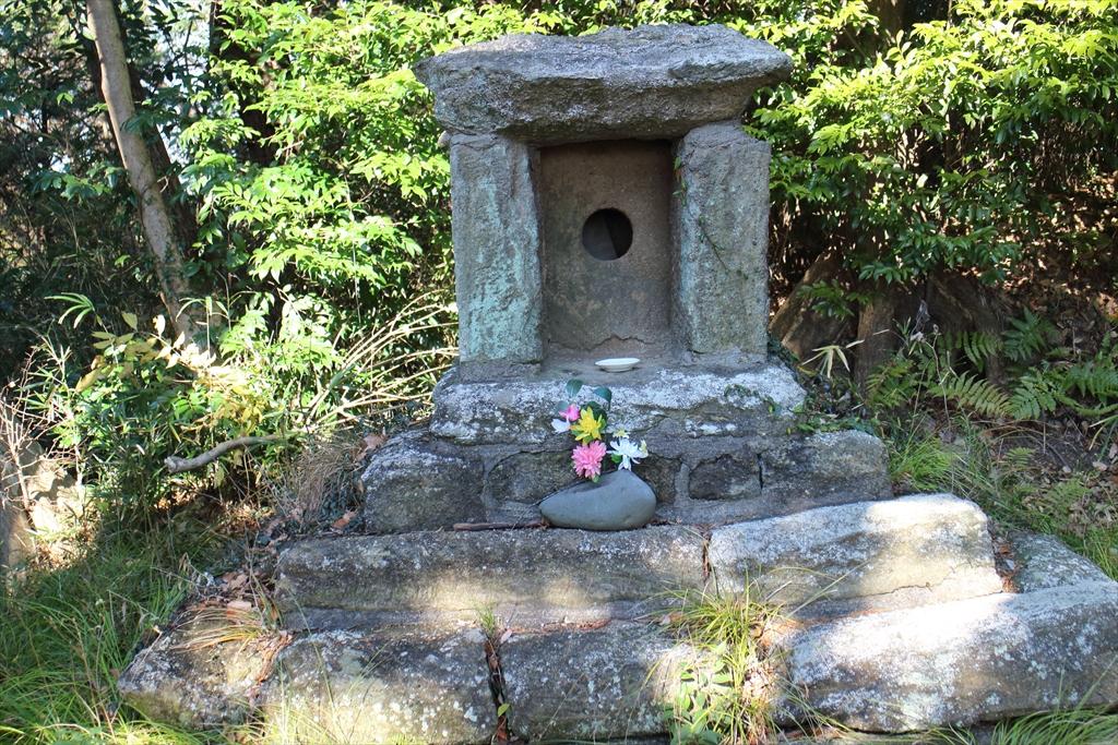 鎌倉市指定の石像建造物石廟2基_2