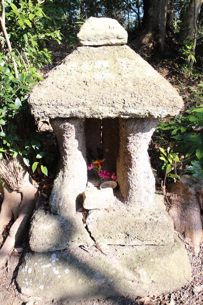 鎌倉市指定の石像建造物石廟2基_3