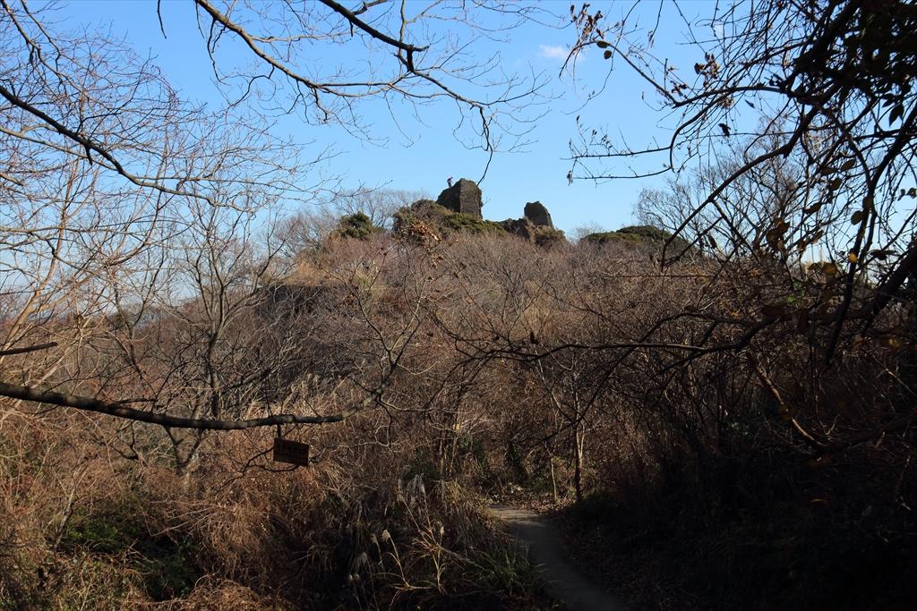 比較的低い岩壁を登攀中の人が見えた