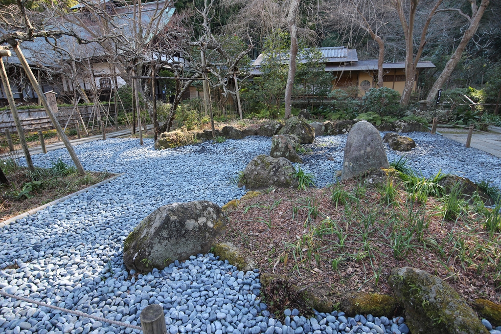 前庭の石庭_2