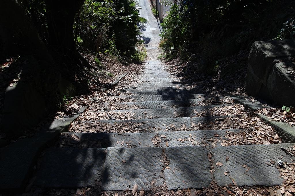 大蔵幕府の方へ下りる階段