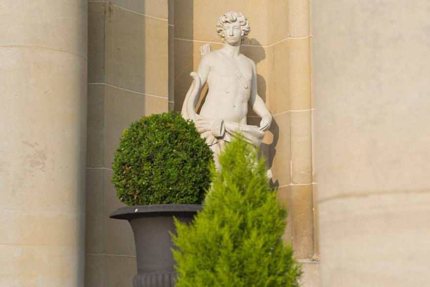 statue-chateau-mont-royal-ALP7073-2f606e9797.jpg