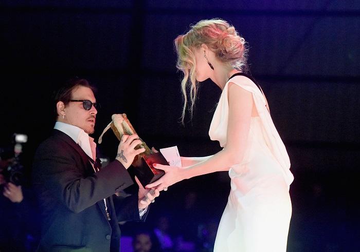 Johnny-Depp-Amber-Heard-Art-Elysium-Gala-2015v.jpg