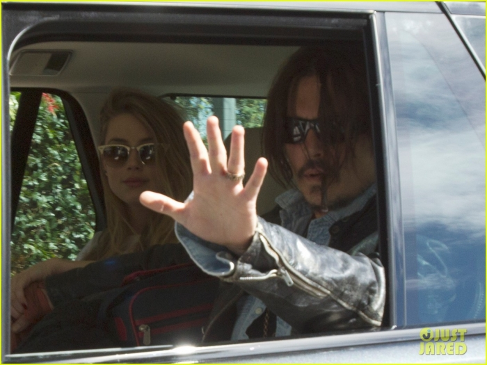 johnny-depp-amber-heard-hold-hands-for-australian-arrival-02.jpg