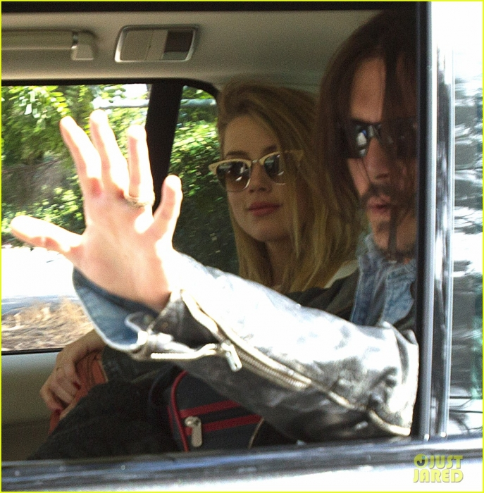 johnny-depp-amber-heard-hold-hands-for-australian-arrival-04.jpg