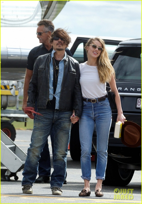 johnny-depp-amber-heard-hold-hands-for-australian-arrival-05.jpg