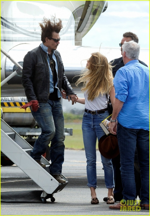 johnny-depp-amber-heard-hold-hands-for-australian-arrival-09.jpg