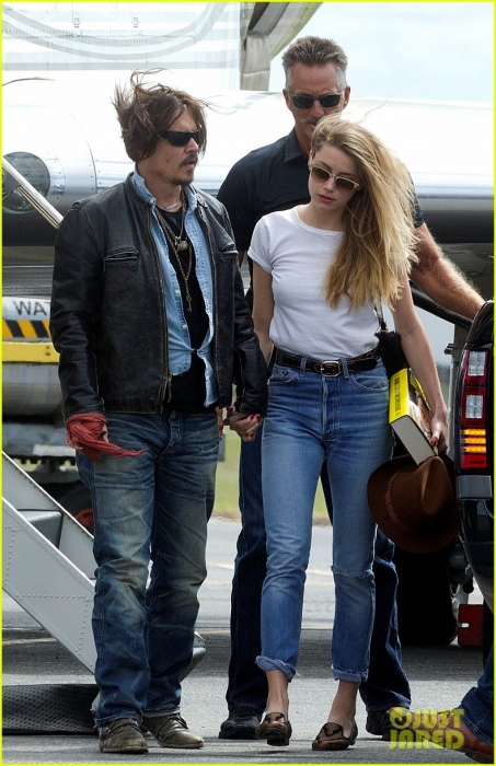 johnny-depp-amber-heard-hold-hands-for-australian-arrival-10.jpg