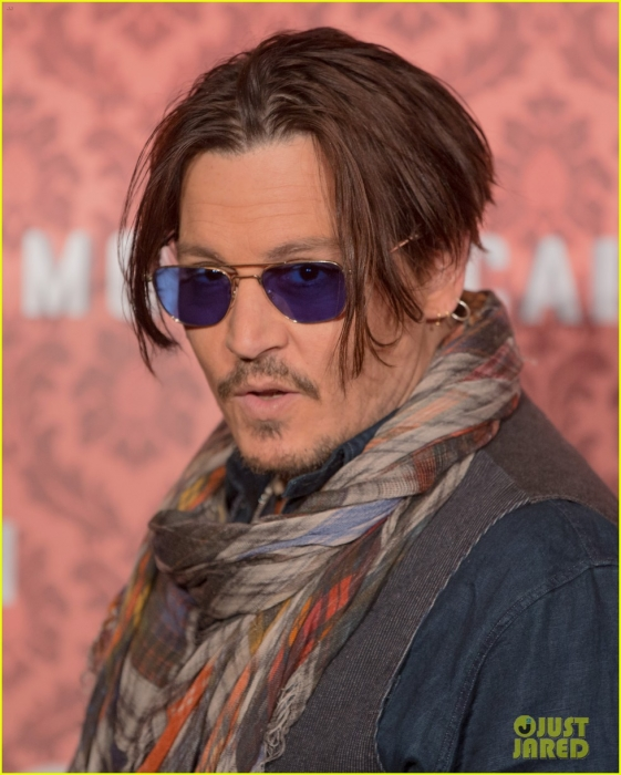 johnny-depp-brings-mordecai-berlin-10.jpg