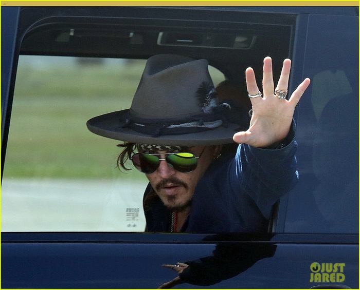 johnny-depp-leaves-australia-with-injured-hand-taped-up-05.jpg