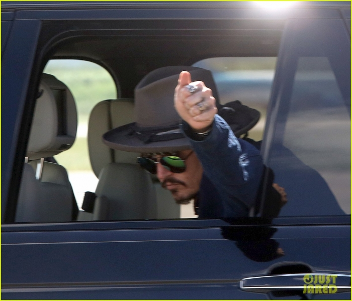 johnny-depp-leaves-australia-with-injured-hand-taped-up-06.jpg