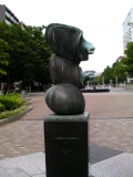 横浜市交伊勢佐木長者町駅 三つの部分からなるオブジェ
