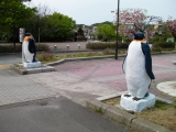 JR金浦駅 2体のペンギン像