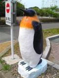 JR金浦駅 ペンギン像 道路側
