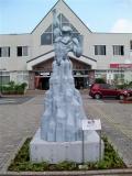 JR須賀川駅 須賀川市×M78星雲光の国姉妹都市提携記念モニュメント