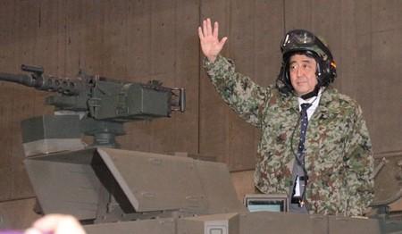 内閣総理大臣を最高指揮官とする国防軍を保持する