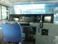 E233・コツ車運転台