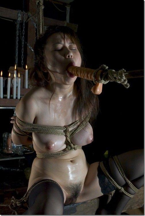 【SM緊縛エロ画像】段々過激になるプレイにも股間を濡らす人妻達19