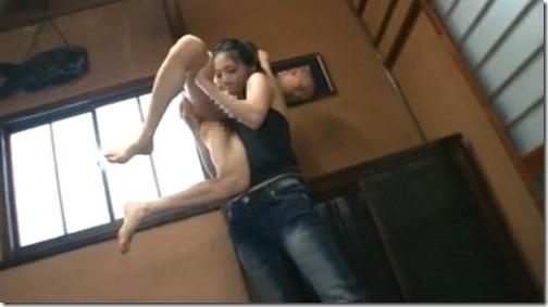 【エロ動画】蚤の夫婦の夫婦生活って女が男を抱え上げてフェラするって本当ですか!?