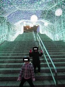 光のトンネル 階段
