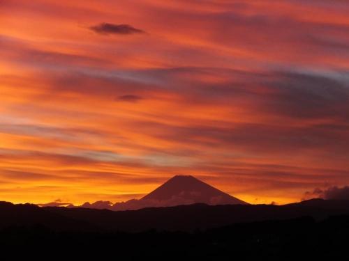 近所の高台からいつも見える富士山\(^o^)/夕焼けチュ~♪2015.07.13