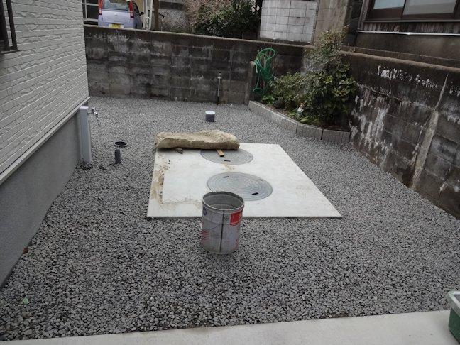 N邸新築工事~外構工事中4 花壇レンガ積み・砕石敷き