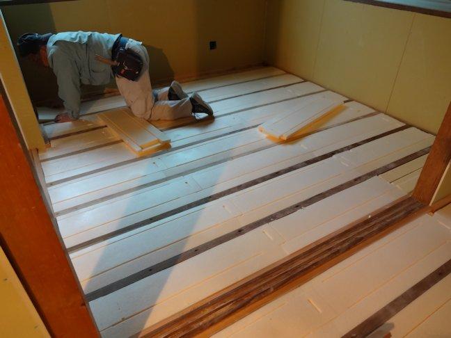 Oアパート改修工事~外装板張り・内装下地工事中