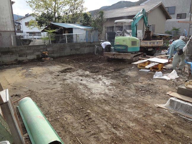 Oアパート改修工事~浴室壁タイル張り・駐車場舗装