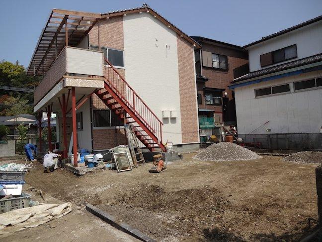 Oアパート改修工事~浴室壁タイル張り中