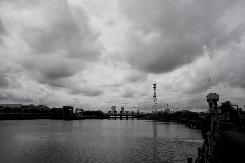 曇りの空をどんより楽しむ日 - yans blog
